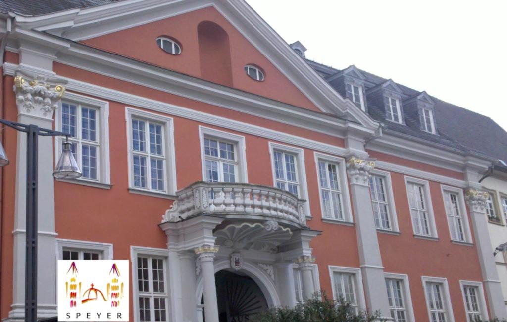 http://julia-und-steven.de/images/rathaus2.jpg